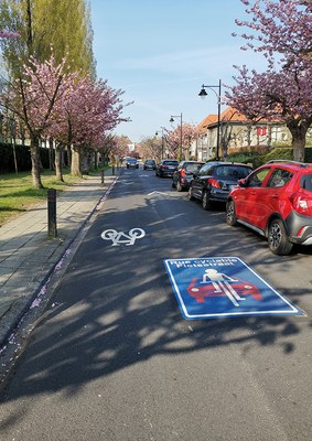 Les cyclistes prioritaires dans une rue cyclable !